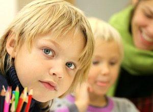 Afbeelding van jongen bezig met schoolkeuze